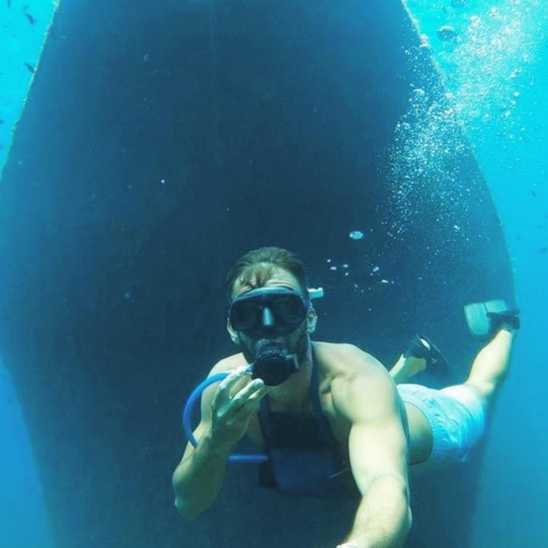 Have you ever visited a wreck ?🛥⚓️  📸: @sailing_tiama   #wreck #blue #diver #minidive #sail #bubble #explore #deep #sea